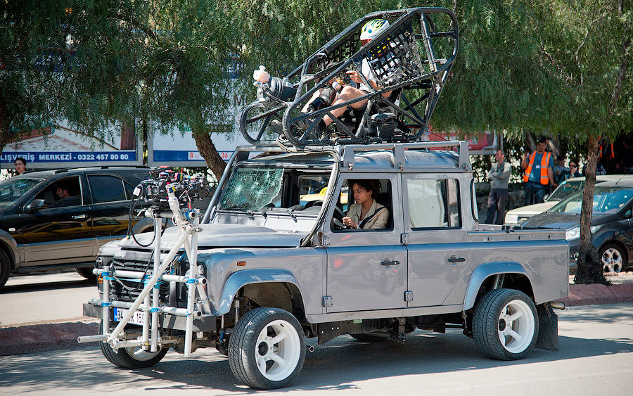 skyfall-land-rover-defender-stunt-car-1